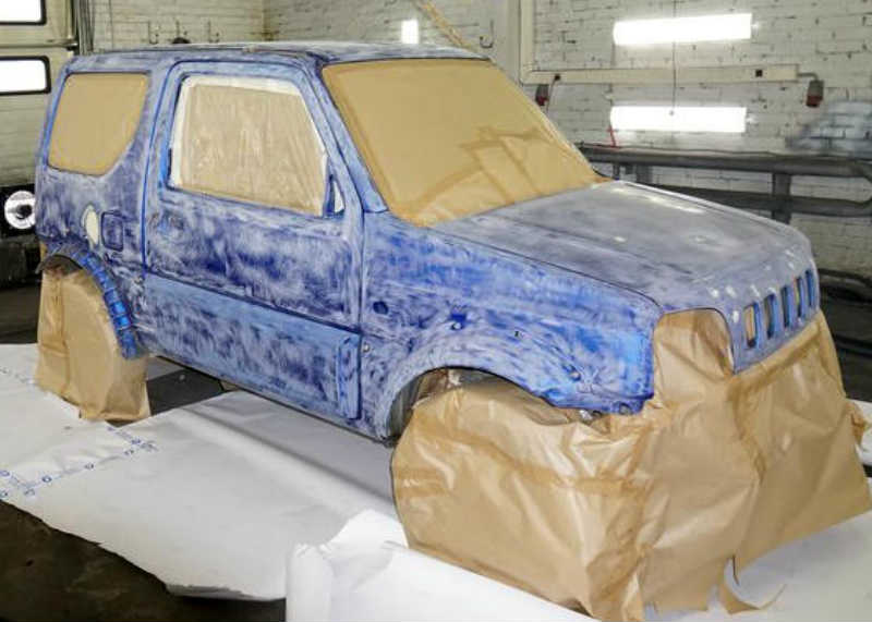 Кузов автомобиля, подготовленный для обработки полимочевиной